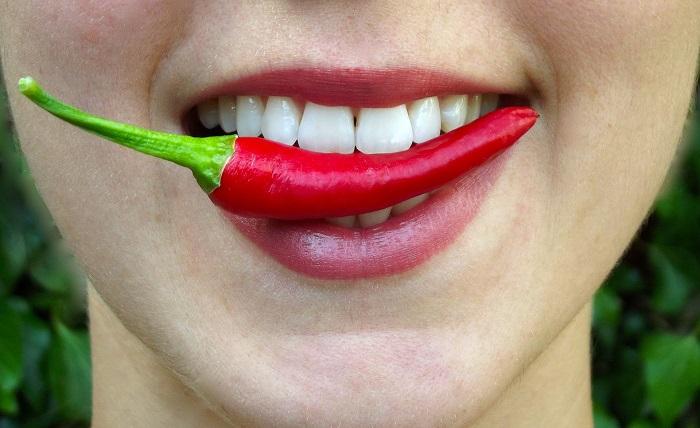 Bodźce powodujące wydzielanie endorfin: sport, śmiech, pikantne przyprawy