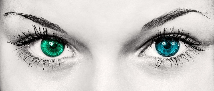 Jak zakładać soczewki kontaktowe i jak o nie dbać?