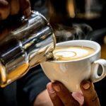 Kobiecość kawą pachnąca – 5 najlepszych kawowych perfum