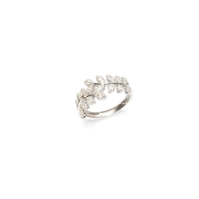 Srebrne pierścionki – dlaczego warto posiadać chociaż jeden w swojej kolekcji