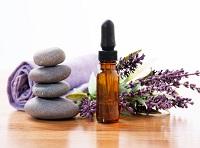 Olejek lawendowy na bóle głowy i bóle miesiączkowe