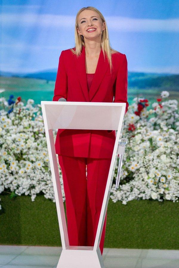 Basia Kurdej-Szatan w czerwonym kombinezonie