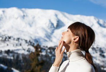 Dlaczego kremy ochronne do twarzy to must have każdej zimy?